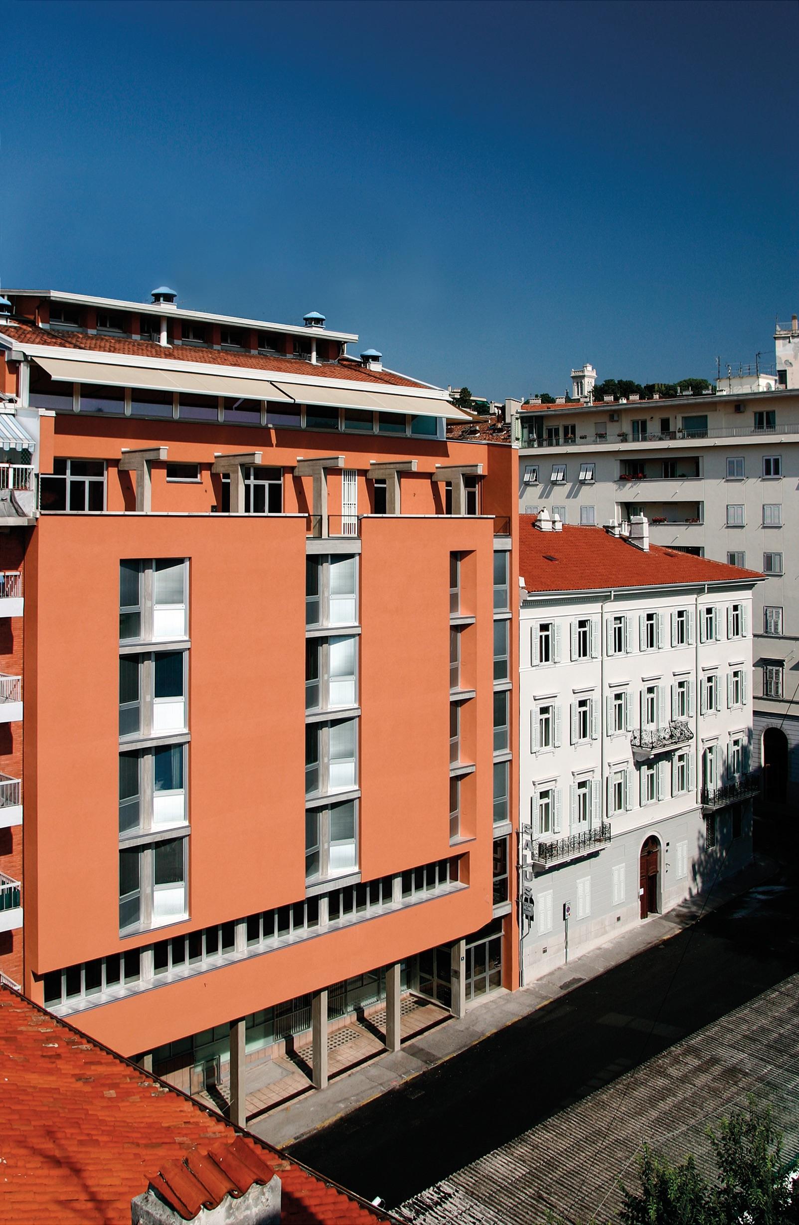 Faccia esterna (via Bonaparte 4 e 6 - Trieste)